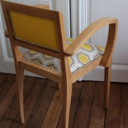 fauteuil bridge années 50 rénové tissu géométrique hexagone or et gris