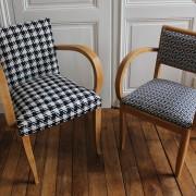 fauteuils Bridges années 50 rénovés tissus graphique et pied de poule noir et blanc