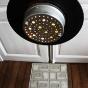 lampadaire vaisselle alu guirlande table basse béton