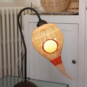lampe rotin sur pied forme de tete d'oiseau