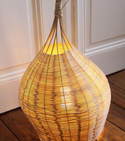 lampe bulbe en rotin à poser