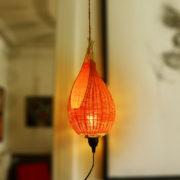 lampe nid d'oiseau en rotin coloré
