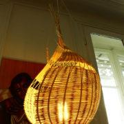 Lampe nid d'oiseau à suspendre en rotin